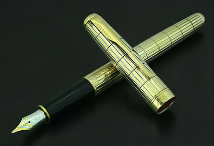 parker-sonnet--crocodile-vermeil-fountain-pen-2